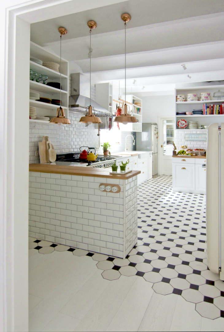 Ламинат и плитка на кухне