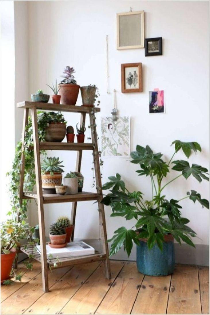 подставка под цветы: Деревянная лестница