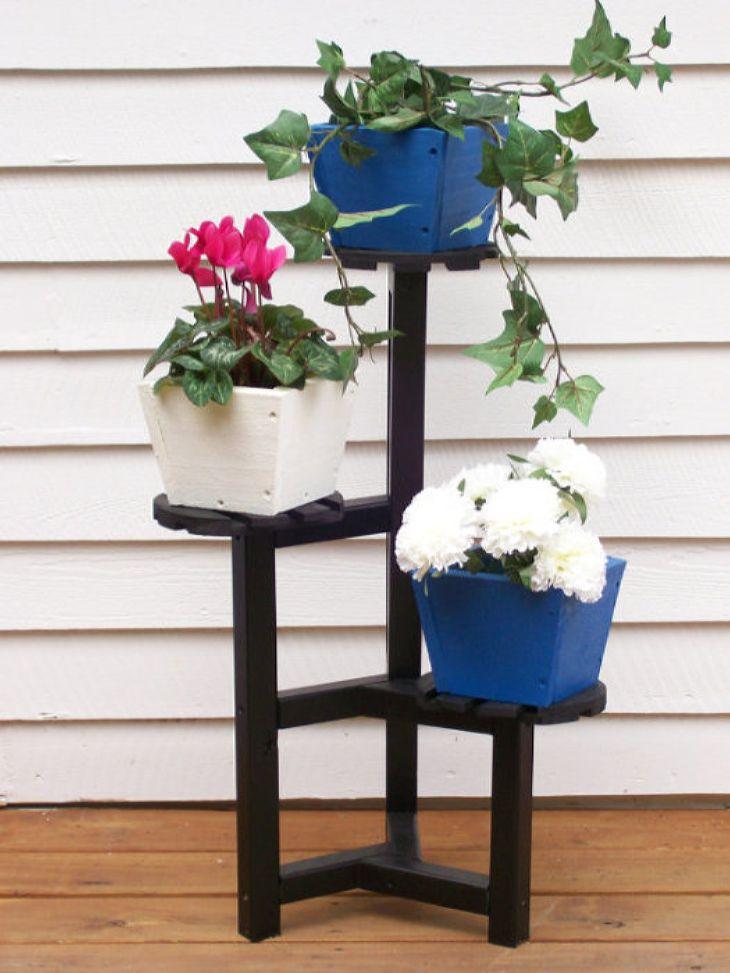 Изысканная подставка под цветы